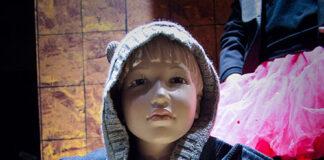 Manekiny sklepowe dziecięce – czy warto się w nie zaopatrzyć?